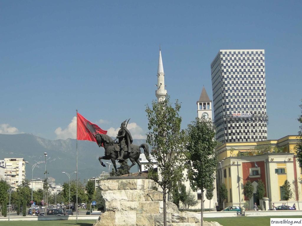 Piața Skenderbej.Imagini din centrul Tiranei.