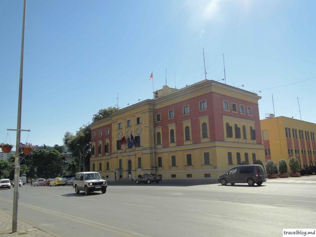 Imagini din centrul Tiranei