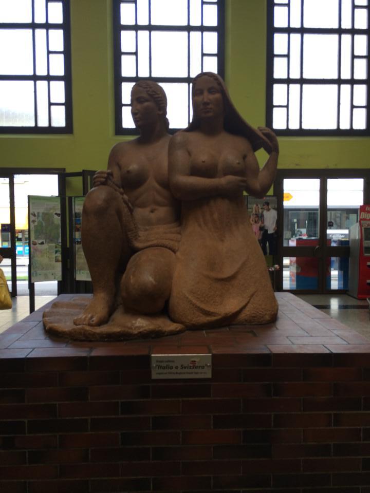 O sculptură din Gara Chiasso