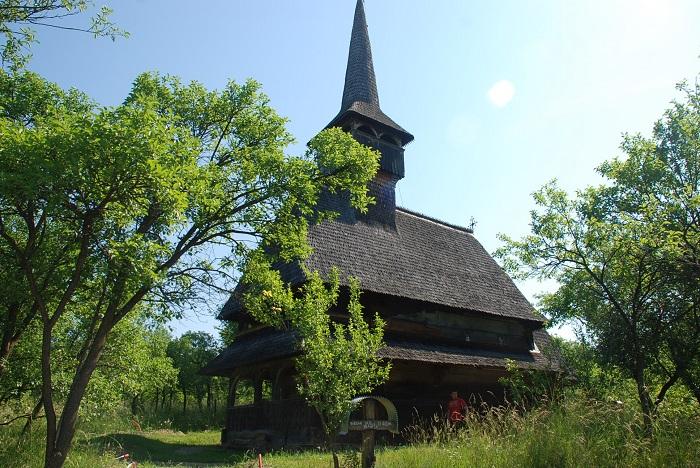 biserica de lemn de la barsana-travelblog-moldova (3)