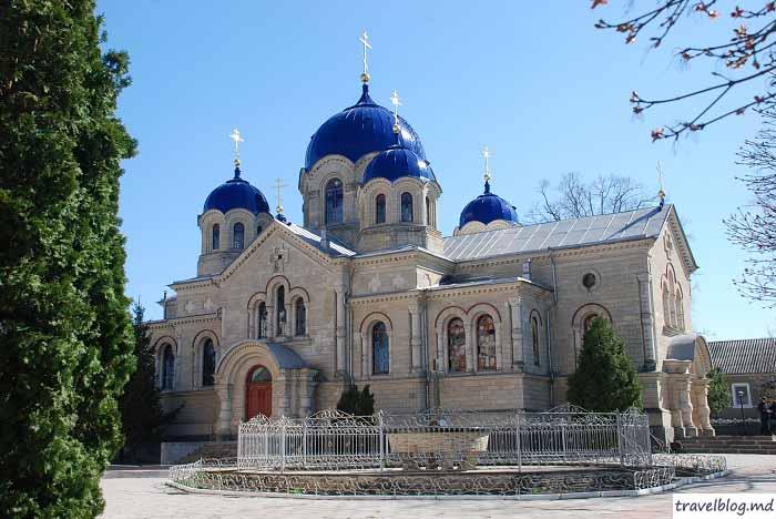 manastirea-noul-neamt-travelblog (20)