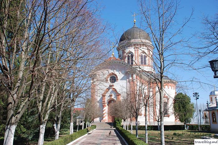 manastirea-noul-neamt-travelblog (2)