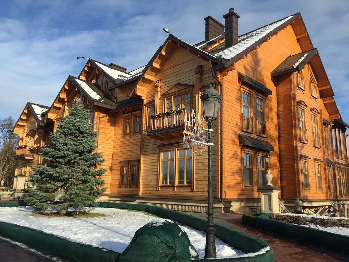 Mezhyhirya Residence-travelblogmd (10)