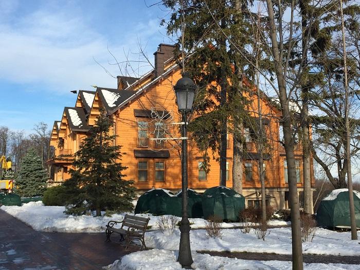 Mezhyhirya Residence-travelblogmd (7)