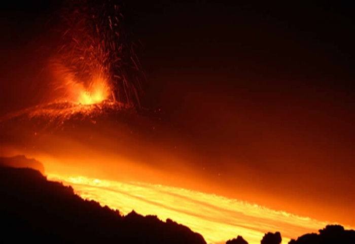 1219_etna-lava-1358604968