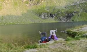 Roadtrip+Transfăgărășan+Weekend la munți+Camping+Autostop. Continuăm să descoperim traseele din Munții Făgăraș. Guest post by Janesse Solery