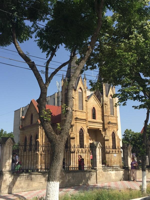 orhei-biserica romano-catolica-travelblogmd (1)