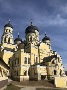 (Foto) Octombrie la Mănăstirea Căpriana și Mănăstirea Hâncu. Măreția e la ea acasă