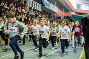 """Număr record de participanți la """"Maratonul Copiilor"""". O mie de micuţi s-au prins în Cursa Bunătăţii. Eucitesc.md a susţinut proiectul"""